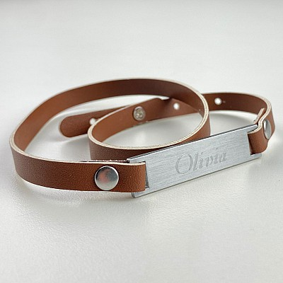 Armband med namn - Brun (Kursiv)